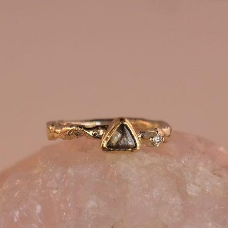 Dalí gouden ring met bruine diamant